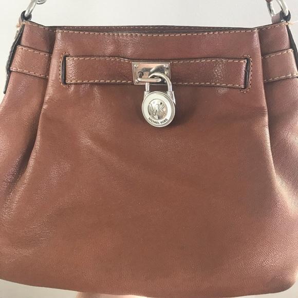 Michael Kors Handbags - 💕MICHAEL KORS CROSSBODY PURSE💕